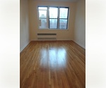 WOW !!! Immaculate Studio. Apt In PreWar Bldg . Upper East Side** Act Now Will Not Last