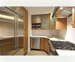 **Upper East Low 80s~ Magnificent 3 bed 2 bath _Washer/Dryer_Chef&#39;s Kitchen - Must see